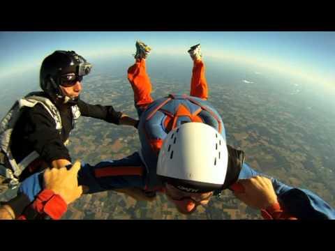 Saut en parachute à 4200m - Saut d'initiation PAC à La Réole (bande son modifiée)