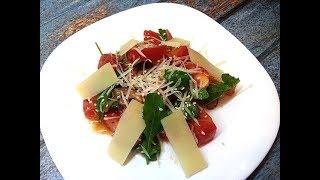 Овощной салат с рукколой и пармезаном