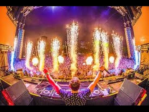 Hardwell playing Mad World and Bomb a Drop LIVE @ Lollapalooza 2016
