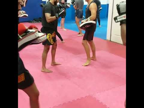 Muay Thai Padwork - Punch to kick combos.