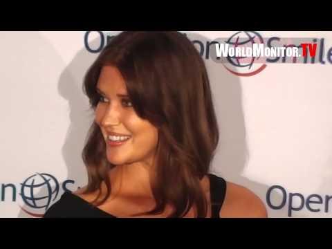 Sarah Lancaster arrives atOperation Smile's 30th Anniversary Smile Gala