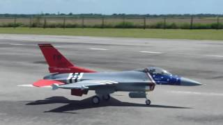 Video F-16 RC jet  Escala gigante!, piloto John, en Mako's Miami download MP3, 3GP, MP4, WEBM, AVI, FLV Agustus 2018