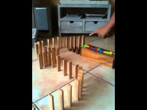 Dominos destruction