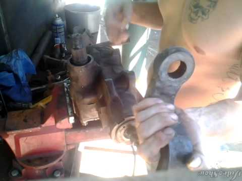 Repairing steering gear and pitman arm seals