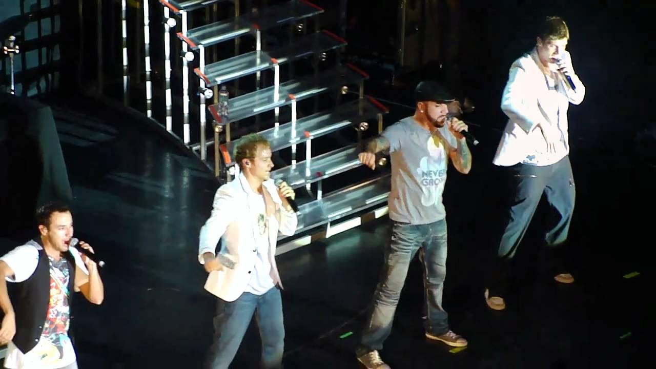 Backstreet Boys - Bigger LIVE - YouTube