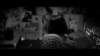 f istanbul 2015 a girl walks home alone at night gece yarısı sokakta tek başına bir kız