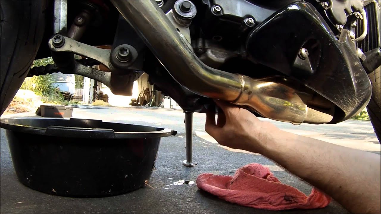 motorcycle oil change triumph 955i speed triple youtube 6 0 fuel filter change ford 6 0 fuel filter replacement