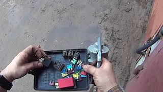 Ford Sierra. Чистка блока предохранителей и установка реле стартера.