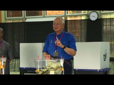 Prime Minister Najib Razak votes in Malaysia election