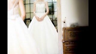 Невеста облегчила женщинам выбор нарядов на свадьбу. Она попросила их надеть свои платья!