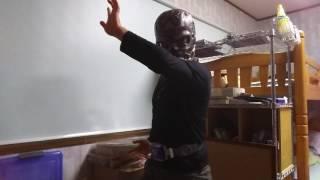 仮面ライダー龍騎に登場する、タイガの変身ポーズをしてみました。