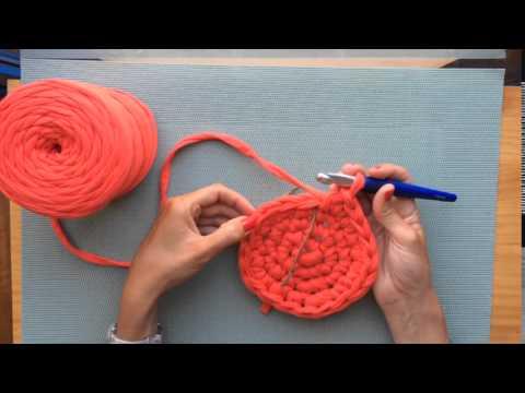 Cómo tejer un cesto multiuso de trapillo - YouTube