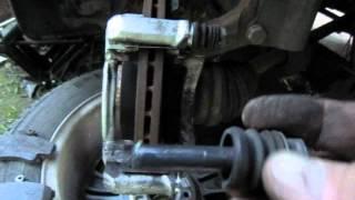 Замена тормозных колодок, автомобиль Рено Логан