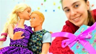 Видео про Барби: ужин на новый год своими руками
