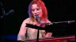 Tori Amos - Silent All These Years (Live)