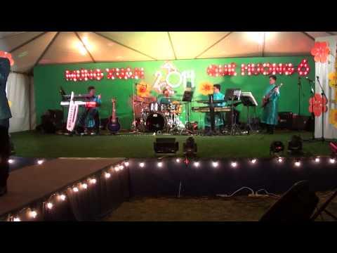 Linh Du Len Diem -  Doan Phi   1 25 14 Tampa (Blue Wave Band Orlando)