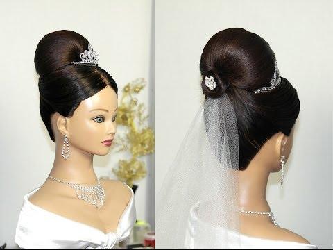 Свадебная прическа с фатой для средних волос.