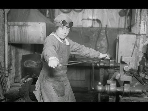 16 INCREDIBLE PHOTOS OF BRITISH WOMEN WORK IN THE EARLY 20th CENTURY