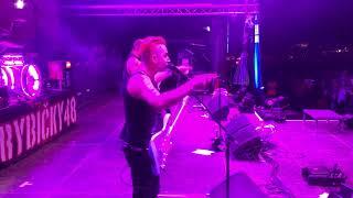 Rybičky48 - Petr daroval kytaru