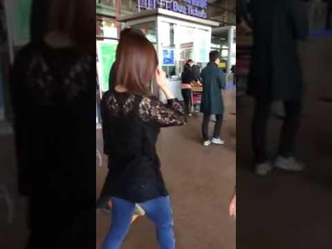 [FanCam] 140405 Zhang Liyin @ Beijing Airport