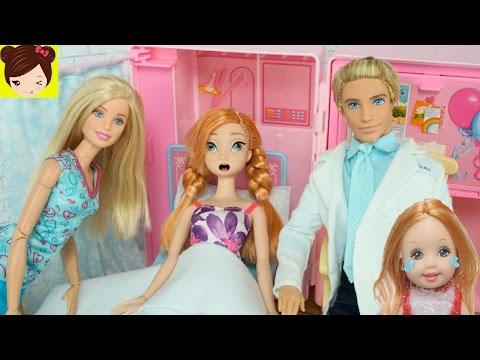 Ana esta Embarazada? Ana va al hospital con Doctora  Barbie y Ken - Juguetes de Titi