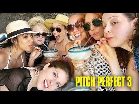 Pitch Perfect 3 Cast Visits Mexico on Vacation