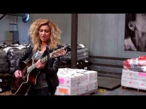 Tori Kelly singing