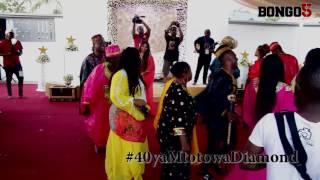 40 ya Mtoto wa Diamond: Diamond akicheza mduara na familia yake, full mauno