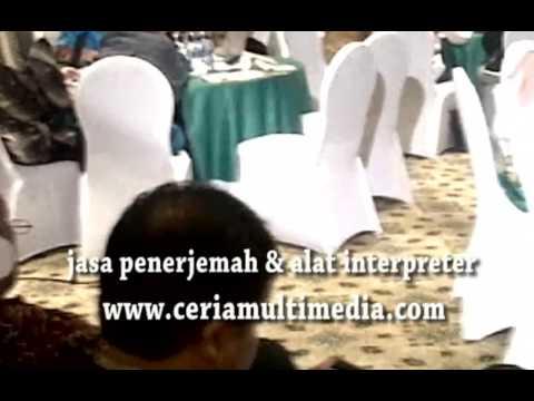 Cara interpreter / penerjemah lisan mendistribusikan terjemahan, sewa / rental alat translation