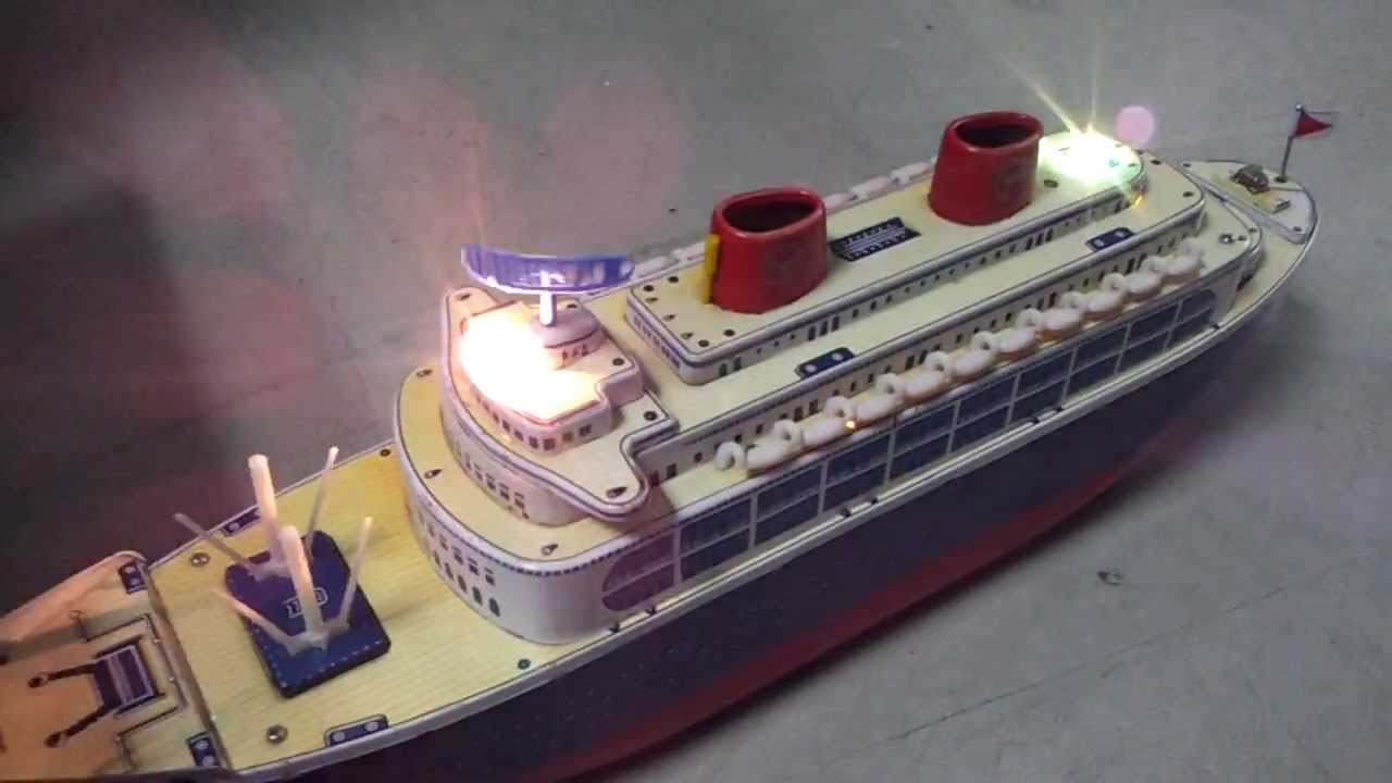 Queen Of The Sea Cruise Ship Masudaya Battery Operated Tin Toy - Toy cruise ship
