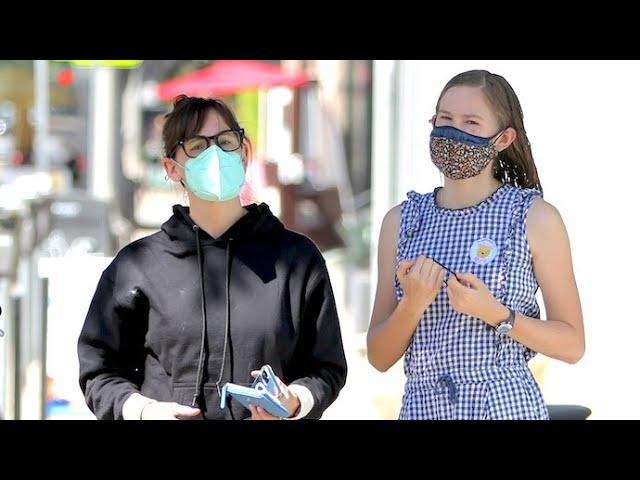 Jennifer Garner And Mini-Me Daughter Violet Still Rocking Masks In Brentwood