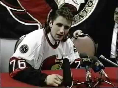 NHL: Radek Bonk Signs With Ottawa Senators (1995)