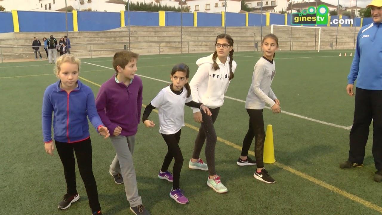 Los más pequeños de Gines disfrutan haciendo deporte en las Mini Olimpiadas Navideñas de Atletismo