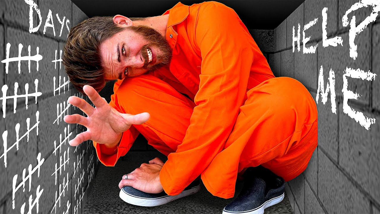 Download Trapped in Worlds TINIEST Prison! *ESCAPE CHALLENGE*