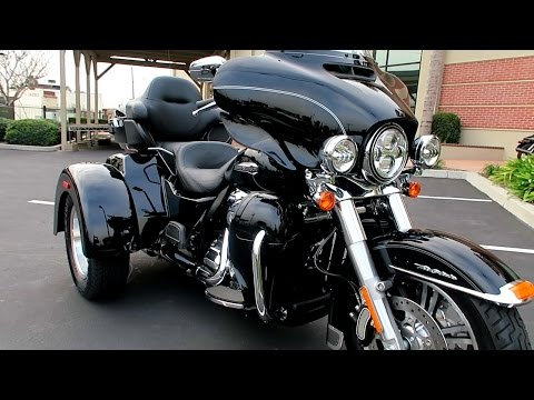 2017 Harley Davidson Tri-Glide Ultra Trike (FLHTCUTG)│Review & Test Ride