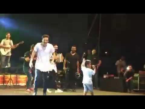 Video 'Bebé' Dangond interpretó su primera canción en vivo y el público enloqueció