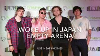Cover images 5 Seconds of Summer - Woke Up in Japan (empty arena)