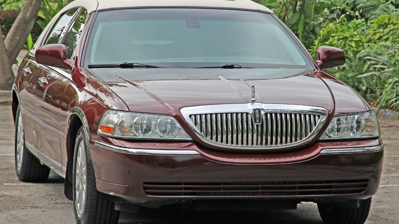 Lincoln Town Car Signature Presidential Town Sedan Walk Around