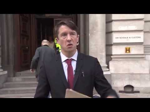 Jonathan Pie: Reporter! explaining the economy (Full & Uncensored)