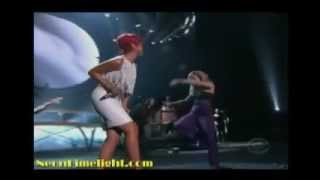 rihanna jennifer nettles california king bed live at the academy of country music awards