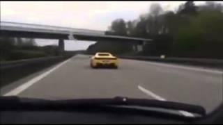 Audi a3 überholt ferari auf der autobahn