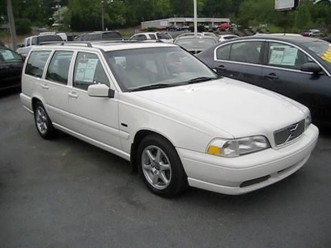 white volvo car