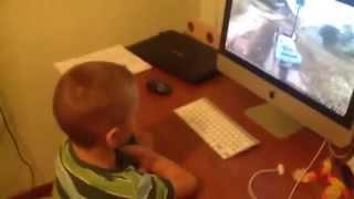 Приколы: Брат обманул! Парень запустил игру для младшего брата, но это оказалось видео!