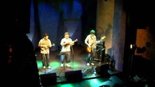 2009年7月10日の吉祥寺ライブハウスstar pine's cafeでの演奏模様。 Uku...
