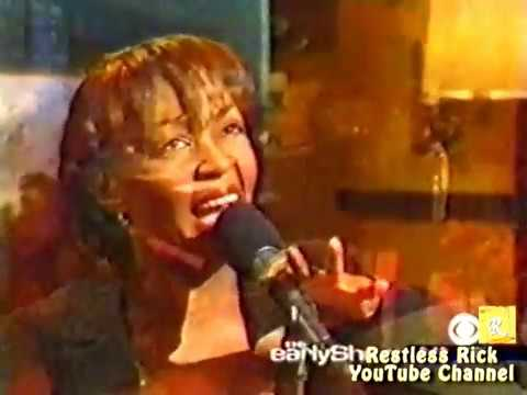 "Anita Baker [LIVE] sings ""The Christmas Song"" (2002)"