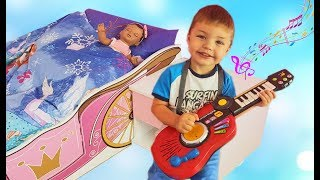 Richard play with musical instruments