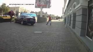Ставрополь. Audi S8 у111ск26: стоянка и езда по тротуару