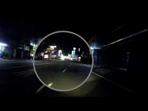 晚上這樣逆向騎在路中央是要嚇死誰....