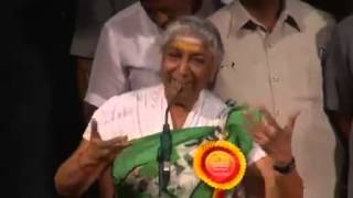 S Janaki speaking at the Karnataka Rajyotsava Awards ceremony 2014