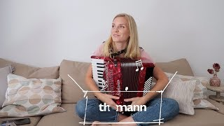 I TRIED TO LEARN THE ACCORDION IN A WEEK I THING INSIDE THE BOX
